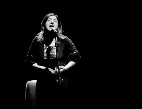 """Maria Mazzotta: """"Amoreamaro"""" – Il nuovo videoclip  in vinile e il tour che riprende da Napoli"""